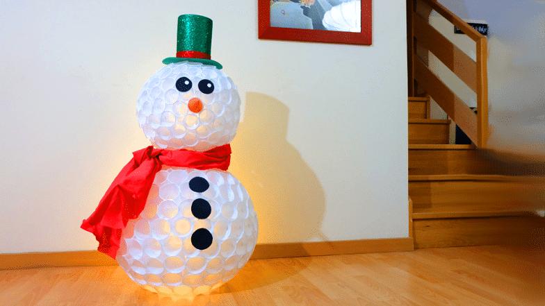 como hacer un mu eco de nieve con vasos reutilizados