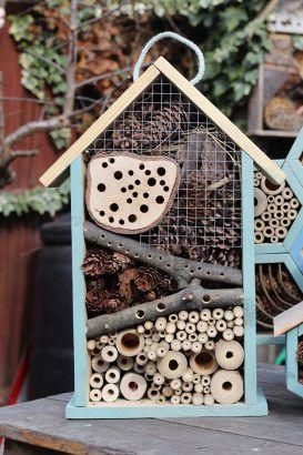 Hotel De insectos casero sencillo para niños