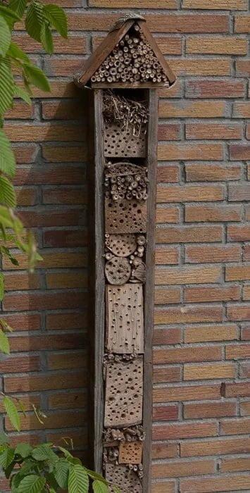 hotel de insectos casero vertical