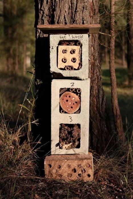 hotel de insectos con bloque de hormigon casero