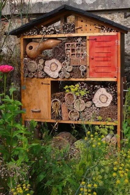 hotel de insectos materiales reciclados