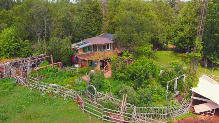 granja-sostenible-con-casa-de-adobe