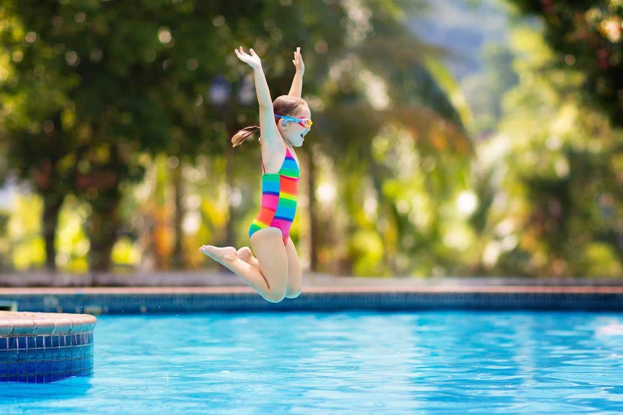 juegos de saltos en la piscina